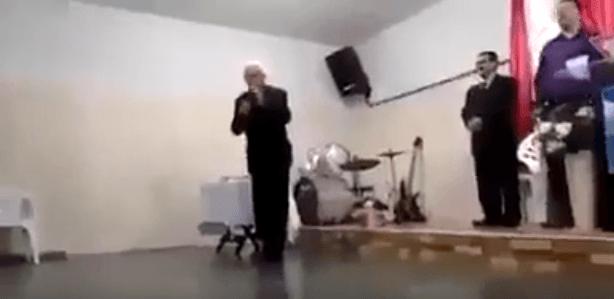 Pastor morre em culto